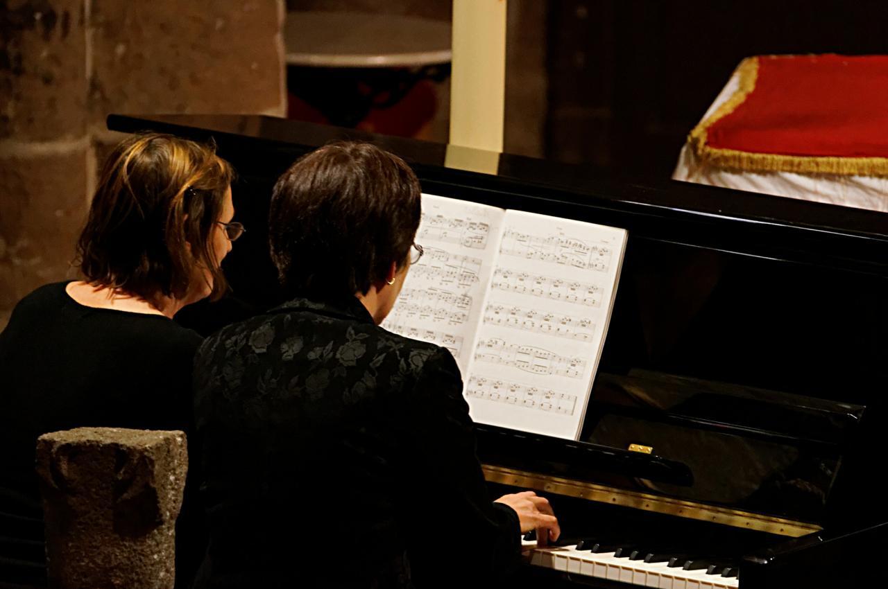 Marie-Jo et Chantal: Berceuse de Fauré