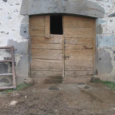 Porte traditionnelle avec fenestrou