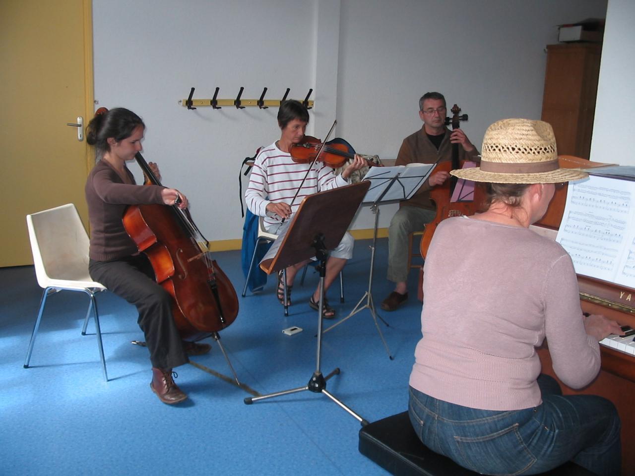 Violoncelles....en pleine répétition