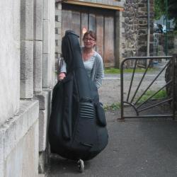 Anne- Marie et sa contrebasse