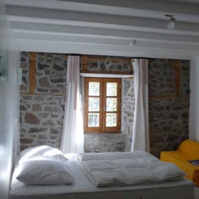 Chambres d'hôtes à 5 km de Cheylade (Rastoul: chambre)